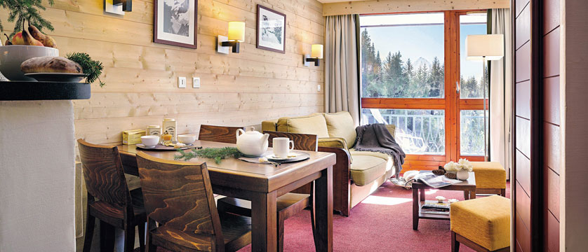france_les-arcs_residence-le-belmont-apartments_living-area.jpg